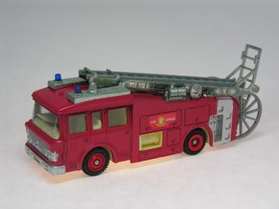 Dinky Toys no.266_DSCN0783a.jpg