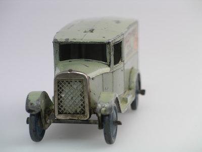 Dinky Toys no.28F_10.JPG