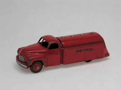 Dinky Toys no.30P_DSCN0287_1.jpg